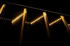 Контраст желтых светов и нашивок и черной предпосылки Стоковые Фотографии RF