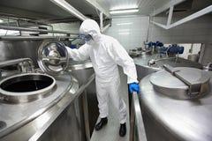 контролируя специалист по промышленного процесса Стоковые Изображения RF