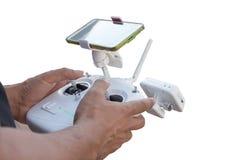 Контролируя удаленный трутень вертолета с предварительным просмотром smartphone Стоковые Изображения RF