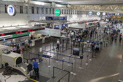 Контрольный пункт проверки безопасности на авиапорте Миннеаполиса в Минесоте дальше стоковая фотография