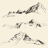 Контуры гор гравируя эскиз вектора Стоковые Изображения RF