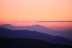 Контуры гор на заходе солнца Стоковая Фотография RF