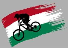Контур велосипедиста на флаге Венгрии стоковое изображение