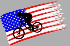Контур велосипедиста на флаге США стоковые фотографии rf