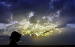 Контур девушки - восход солнца в Испании, Лансароте, Канарских островах Стоковое Изображение RF