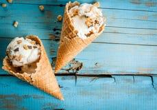 2 конуса мороженого Стоковые Изображения