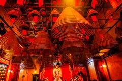 Конусы ладана вися китайских богов Man Mo Temple Гонконга Стоковые Фотографии RF