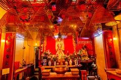 Конусы ладана вися китайских богов Man Mo Temple Гонконга Стоковые Фото