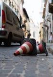Конусы движения лежа на улице Стоковые Изображения RF