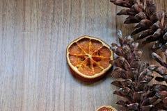 Конусы сухофрукта и сосны Стоковое Фото