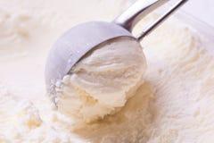 конусы шоколада предпосылки cream мороженое льда над белизной ванили клубники фисташки Стоковые Изображения