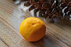 Конусы Tangerine и сосны Стоковые Изображения RF