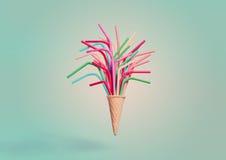 Конус мороженого с красочными выпивая соломами Стоковая Фотография RF