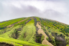 Конус Komezuka вулканический в Mt Зона Aso Стоковые Изображения