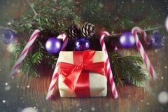 Конфета вставляет орнамент шарика рождества Стоковые Изображения RF