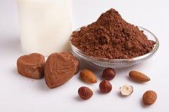 Конфета на белой предпосылке, состав шоколада в форме сердц шоколада Стоковые Фотографии RF