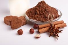 Конфета на белой предпосылке, состав шоколада в форме сердц шоколада Стоковые Изображения