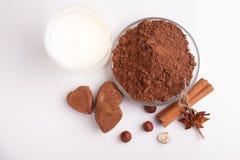 Конфета на белой предпосылке, состав шоколада в форме сердц шоколада Стоковые Изображения RF