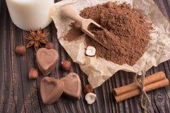 Конфета на деревенской предпосылке, состав шоколада в форме сердц шоколада Стоковое Изображение