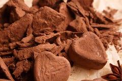 Конфета на деревенской предпосылке, состав шоколада в форме сердц шоколада Стоковые Фотографии RF