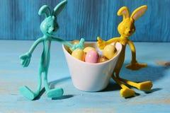 Конфета пасхального яйца с зайчиками Стоковые Изображения