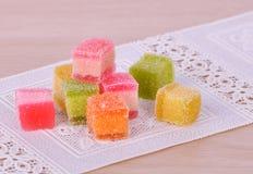 Конфеты конфеты студня на деревянной предпосылке Стоковая Фотография RF