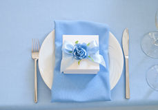 Конфет-коробка и салфетка Bonbonniere на блюде Стоковое Фото