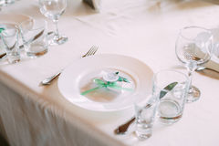 Конфет-коробка свадьбы лежит на плите Bomboniere часть Decorat Стоковое Изображение