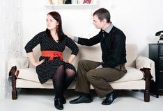 Конфликт между человеком и женщиной: обида стоковое изображение