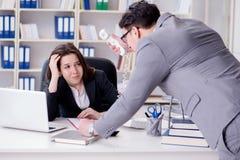 Конфликт офиса между человеком и женщиной Стоковые Изображения RF