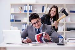 Конфликт офиса между человеком и женщиной Стоковое фото RF