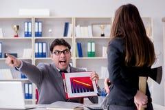 Конфликт офиса между человеком и женщиной Стоковые Фото