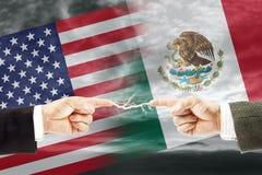 Конфронтация и вражда между Соединенными Штатами Америки и Мексикой стоковые изображения rf