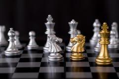 Конфронтация шахмат, концепции дела воюя стоковое фото
