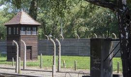 Концентрационный лагерь Освенцима - загородки, колючая проволока и mirador 7-ое июля 2015 стоковые изображения