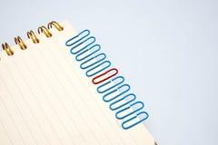 Концепции на бумажных щелчках любят работники и руководители Стоковая Фотография RF