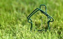 Концепции дома и выхода по энергии стоковое изображение rf
