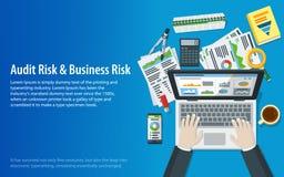 Концепции ревизовать и дела Руки человека на клавиатуре компьтер-книжки Процесс налога Исследование, бухгалтерия, анализ, данные, Стоковые Изображения