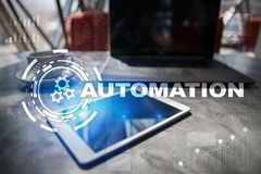Концепция автоматизации как нововведение, улучшая урожайность, надежность в технологии и бизнес-процессы стоковая фотография rf