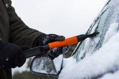 Концепция автомобиля, зимы, людей и корабля Стоковая Фотография