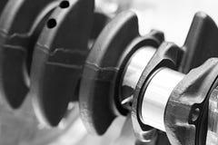 Концепция автомобиля инженерной службы конца-вверх коленчатого вала двигателя промышленная Стоковые Изображения RF