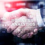 Концепция аналитика дела на предпосылке двойной экспозиции рукопожатие 2 бизнесменов стоковая фотография rf