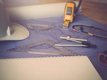 Концепция архитектора, архитекторы работая с светокопиями в офисе Стоковая Фотография RF