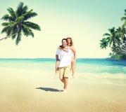 Концепция датировка пляжа лета пар медового месяца Стоковые Изображения