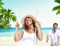 Концепция датировка пляжа лета пар медового месяца Стоковые Фотографии RF