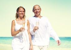 Концепция датировка пляжа лета пар медового месяца Стоковое Фото