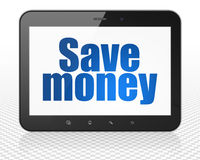 Концепция банка: Tablet компьютер ПК с сохраньте деньги на дисплее Стоковое Фото