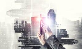 Концепция беспроводной связи и новой технологии Мультимедиа Стоковое Изображение