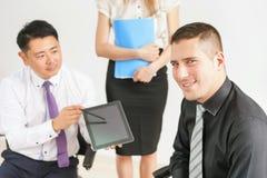 Концепция бизнесменов группы на встрече в офисе Стоковое Изображение