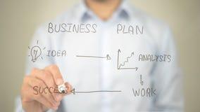 Концепция бизнес-плана, сочинительство человека на прозрачном экране Стоковое Изображение